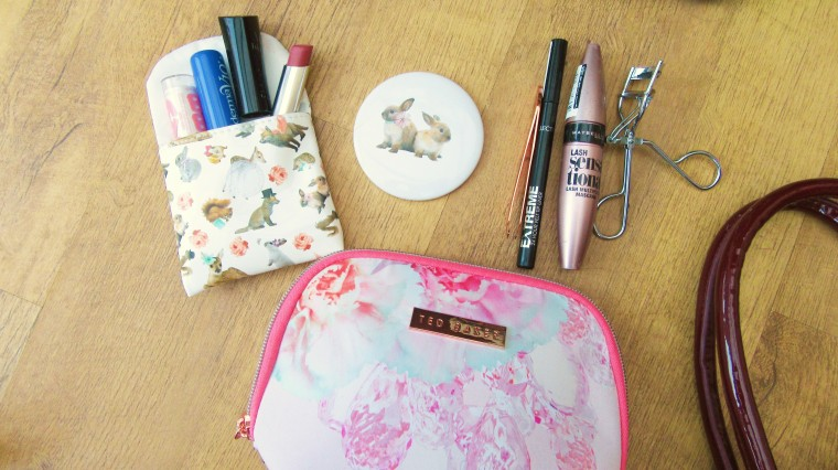 what's in my travel bag (2)